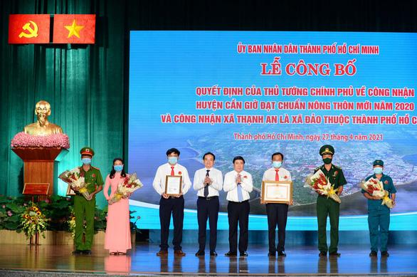 Trao quyết định công nhận Cần Giờ đạt chuẩn nông thôn mới và Thạnh An là xã đảo - Ảnh 2.