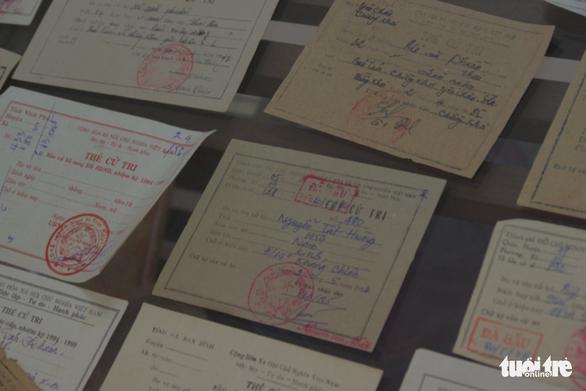 Người sưu tầm hơn 500 thẻ cử tri, có tấm thẻ từ 1946 - Ảnh 3.