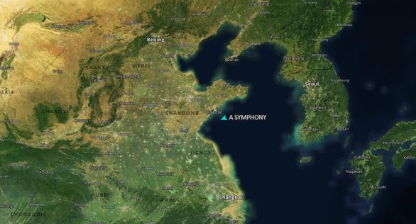 Tàu chở 1 triệu thùng dầu bị đụng ngoài khơi Trung Quốc, dầu tràn ra biển - Ảnh 1.