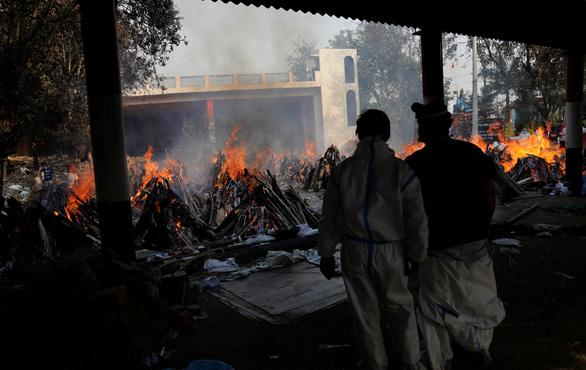 Thiếu nơi hỏa táng, thủ đô của Ấn Độ phải trưng dụng công viên, bãi đậu xe - Ảnh 1.