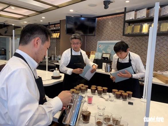 Quốc kỳ Việt Nam in trên bao bì cà phê Đà Lạt bán tại Nhật - Ảnh 3.
