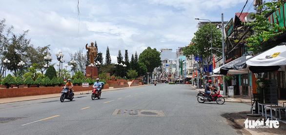 Cần Thơ tạm dừng ra mắt phố đi bộ Ninh Kiều - Ảnh 1.