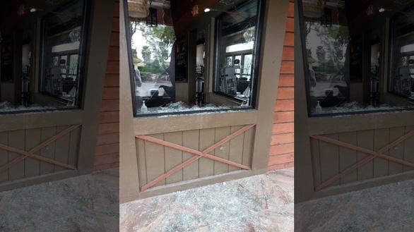 Nhà hàng Việt bị phá hoại ở Mỹ - Ảnh 1.