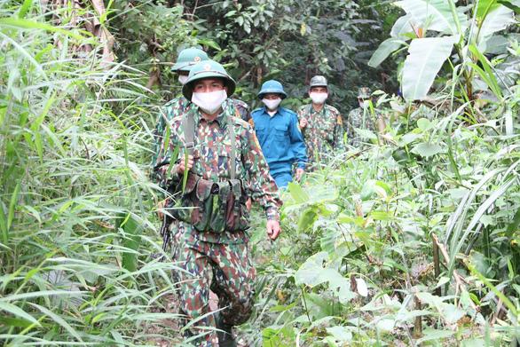 Bắt giữ 4 người Mông nhập cảnh trái phép từ Lào về Việt Nam - Ảnh 1.