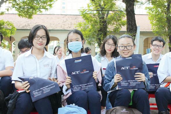 ACT: Rộng cửa vào các trường đại học top đầu ở VN - Ảnh 1.