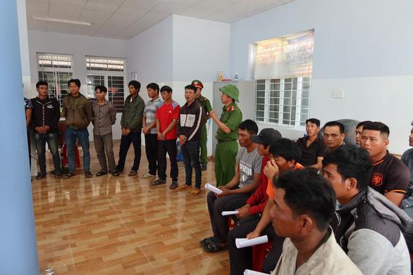 Khởi tố 37 người tham gia phá rừng giáp ranh Đắk Lắk - Phú Yên - Ảnh 2.