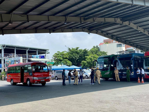TP.HCM yêu cầu xe khách không chở quá 20 người kể từ ngày 22-5 - Ảnh 1.