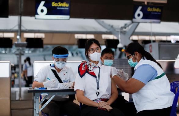 Thái Lan thêm 10 người chết, siết khẩu trang tại 73/77 tỉnh - Ảnh 1.