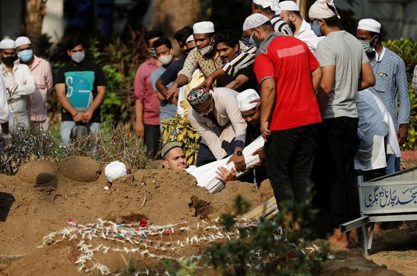 Ấn Độ tăng 379.257 ca mắc mới, 3.600 ca tử vong - Ảnh 1.