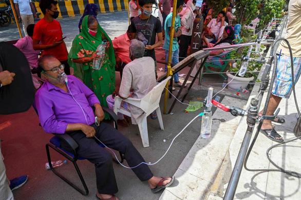 COVID-19 ở Ấn Độ: Bị khởi tố vì lên mạng xin oxy cho ông - Ảnh 1.