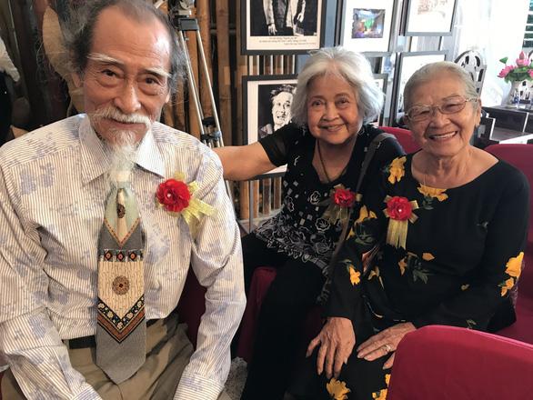 Phi Điểu, Thanh Vy, Minh Vương, Thoại Miêu… chúc mừng ra mắt phòng truyền thống cải lương - Ảnh 1.