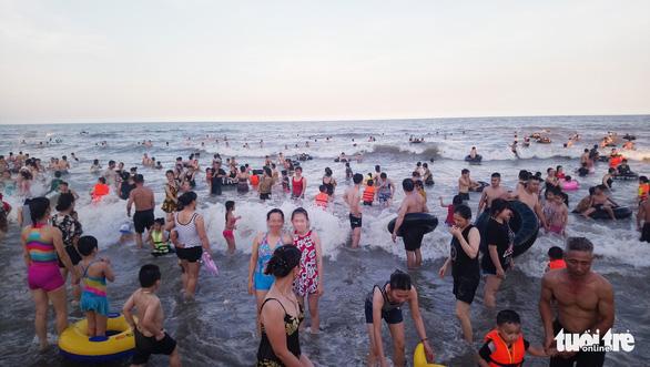 Khách hủy tour đến Sầm Sơn, nhiều chủ cơ sở lưu trú 'nóng ruột' - Ảnh 1.