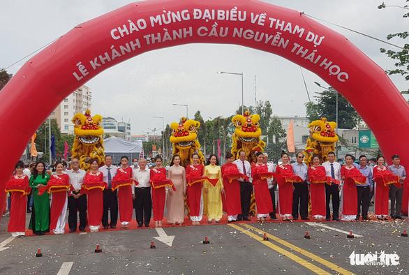 Phó chủ tịch nước Võ Thị Ánh Xuân dự lễ khánh thành cầu Nguyễn Thái Học - Ảnh 4.