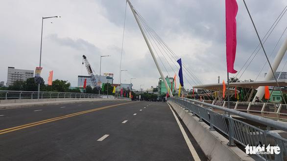 Phó chủ tịch nước Võ Thị Ánh Xuân dự lễ khánh thành cầu Nguyễn Thái Học - Ảnh 2.