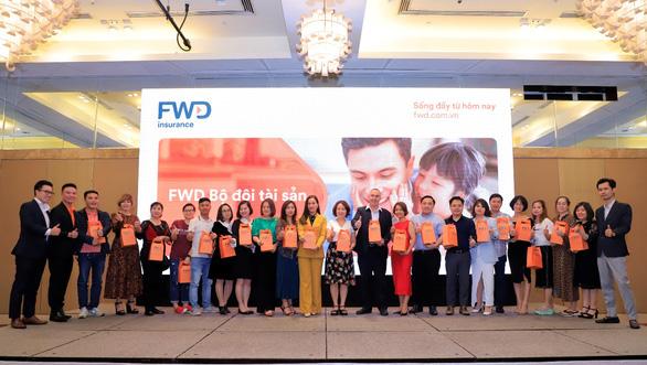 FWD Bộ đôi tài sản - sản phẩm bảo hiểm kết hợp đầu tư đột phá của 2021 - Ảnh 2.