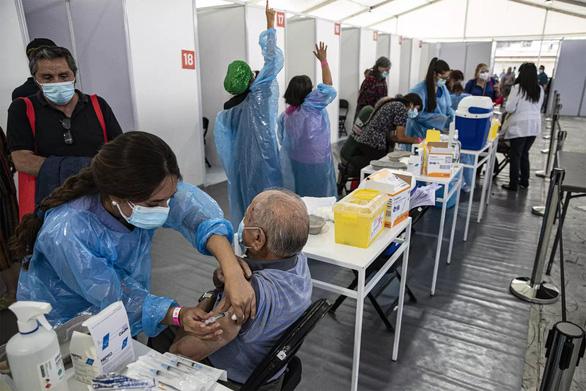 Chile cho phép rút sớm lương hưu để giảm tác động từ đại dịch COVID-19 - Ảnh 1.