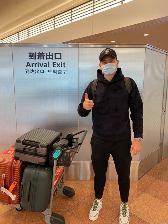Thủ môn Đặng Văn Lâm nóng lòng gặp đồng đội sau khi đặt chân đến Nhật Bản - Ảnh 1.