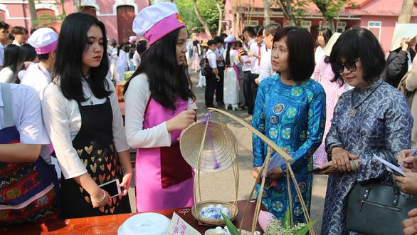 3-4 khoi phuc mon ky nang gia chanh trong truong nu sinh o hue xua  (2) 1(read-only)