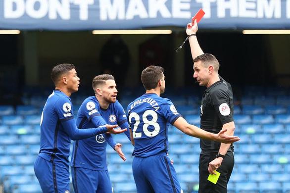 Thiago Silva bị thẻ đỏ, Chelsea thảm bại trước West Brom - Ảnh 1.