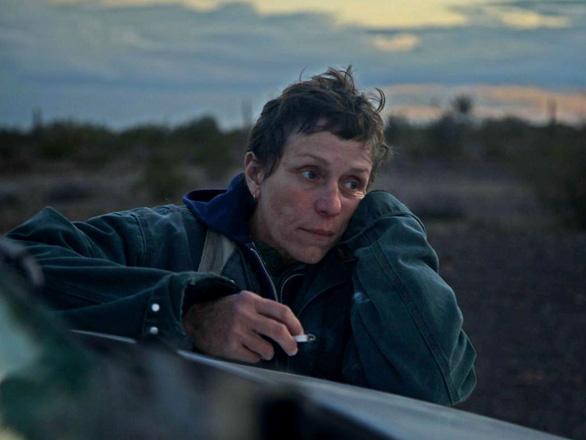 Nomadland: Chúng ta là kẻ du mục giữa hoang mạc cuộc đời - Ảnh 1.