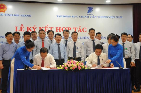 Bắc Giang đẩy mạnh chuyển đổi số, xây dựng chính quyền điện tử - Ảnh 2.