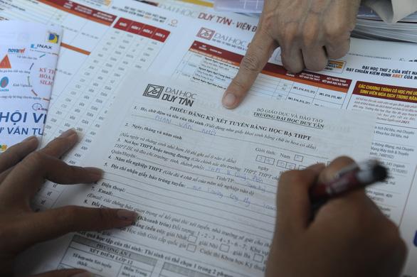 Tư vấn tuyển sinh ở Quảng Nam: Học sinh quan tâm đăng ký xét tuyển online - Ảnh 8.