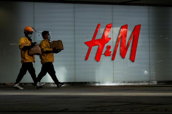Thực hư vụ Trung Quốc ép buộc H&M đăng bản đồ có đường lưỡi bò - Ảnh 1.