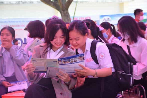 Tư vấn tuyển sinh ở Quảng Nam: Học sinh quan tâm đăng ký xét tuyển online - Ảnh 9.