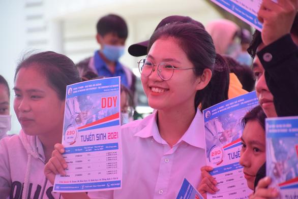 Tư vấn tuyển sinh ở Quảng Nam: Học sinh quan tâm đăng ký xét tuyển online - Ảnh 7.
