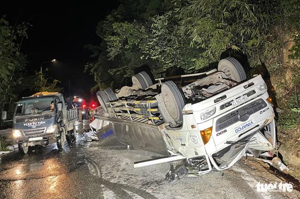 Xe tải tông chết 2 nữ sinh viên đi xe máy trên đèo Bảo Lộc - Ảnh 1.