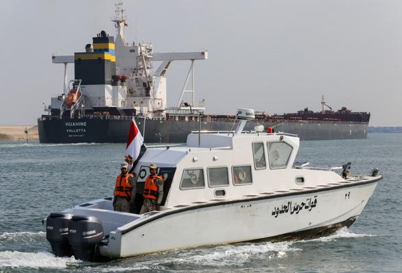 422 tàu bị kẹt đã đi qua, kênh đào Suez khai thông hoàn toàn - Ảnh 1.