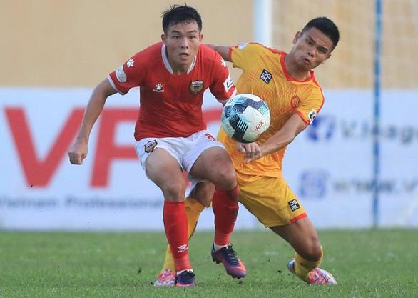Vòng 7 V-League 2021: Trận cầu 'điên rồ trên sân Hà Tĩnh - Ảnh 2.