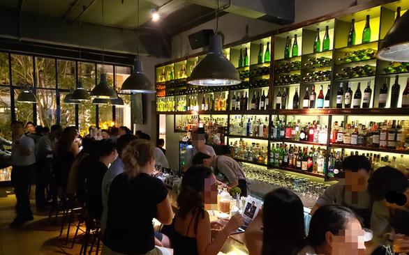 NÓNG: TP.HCM tạm dừng karaoke, quán bar, vũ trường từ 18h ngày 30-4 - Ảnh 3.