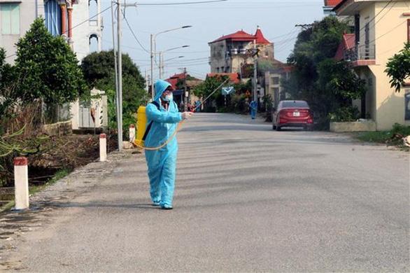 Hưng Yên phong tỏa một thôn với hơn 1.200 người dân - Ảnh 1.