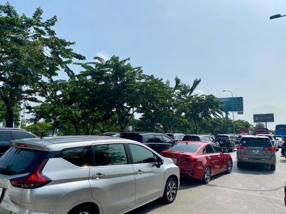 Kẹt xe hàng giờ, cả ngàn xe bò trên cao tốc Long Thành - Dầu Giây, dân bức xúc không xả trạm - Ảnh 3.