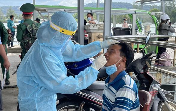 Phú Quốc lấy mẫu xét nghiệm COVID-19 ngẫu nhiên trong cộng đồng - Ảnh 1.