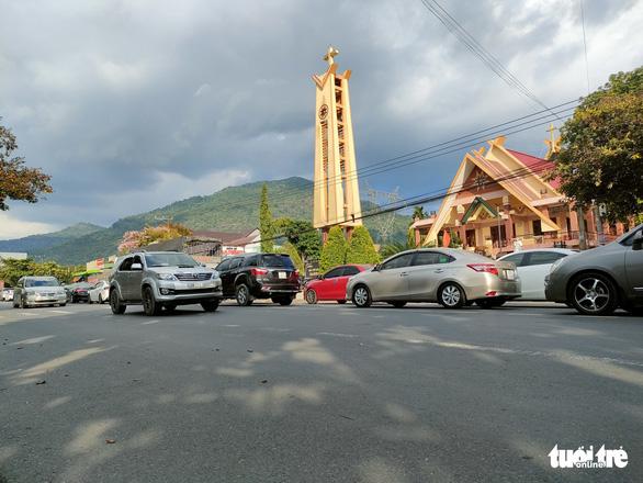 17 tiếng ngồi xe chưa đến được Đà Lạt do đèo Bảo Lộc ùn tắc - Ảnh 5.