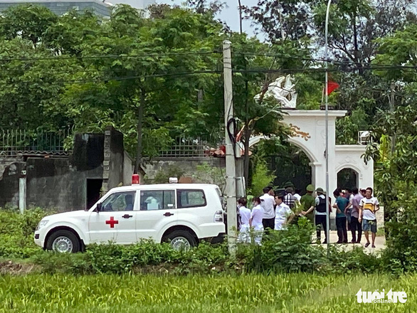 Hai người chết sau nổ súng ở TP Vinh, công an bao vây, bắt nghi phạm sau 6 giờ - Ảnh 8.