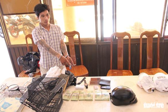 Bắt khẩn cấp 2 nghi phạm trộm tiền và vàng trong két sắt gần 600 triệu đồng - Ảnh 1.
