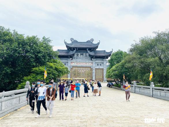 Lo ngại COVID-19, Đồ Sơn, Sa Pa, chùa Bái Đính... vắng khách sáng 30-4 - Ảnh 5.