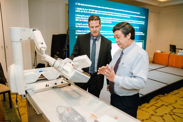 Hội thảo ra mắt hệ thống robot can thiệp mạch máu tại Việt Nam - Ảnh 1.