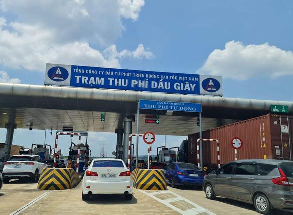 Cao tốc xả trạm, đường sá đầu TP.HCM thở phào thông thoáng trở lại - Ảnh 4.