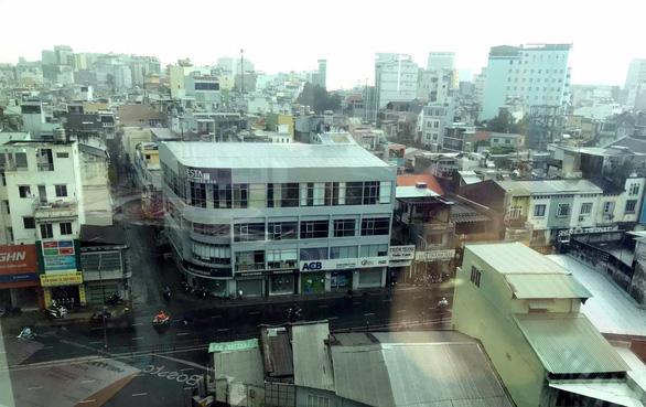 Mưa giữa trưa, Sài Gòn mát mẻ dễ chịu - Ảnh 1.