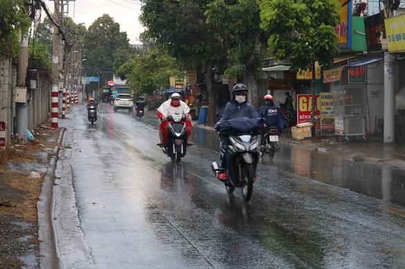 Mưa giữa trưa, Sài Gòn mát mẻ dễ chịu - Ảnh 8.
