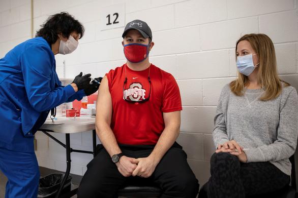 Mỹ đạt kỷ lục về tiêm vắc xin phòng COVID-19: 4,1 triệu liều/ngày - Ảnh 1.