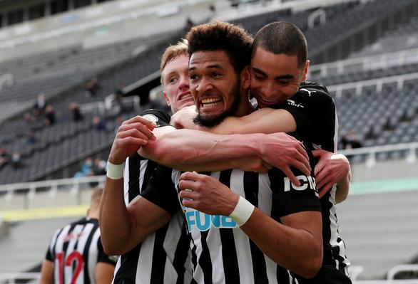 Đánh rơi chiến thắng trước Newcastle, Tottenham lỡ cơ hội vào tốp 4 - Ảnh 1.