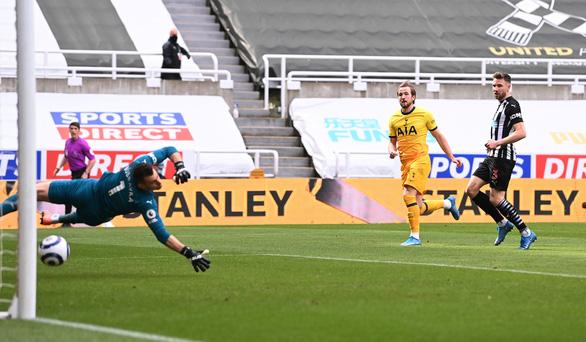 Đánh rơi chiến thắng trước Newcastle, Tottenham lỡ cơ hội vào tốp 4 - Ảnh 3.