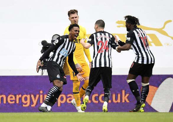 Đánh rơi chiến thắng trước Newcastle, Tottenham lỡ cơ hội vào tốp 4 - Ảnh 4.