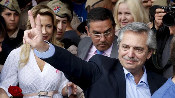 Tổng thống Argentina tiêm đủ vắc xin của Nga, vẫn dương tính với virus corona - Ảnh 1.