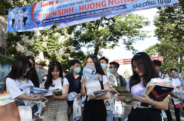 Ngày hội tư vấn tuyển sinh - hướng nghiệp tại Cần Thơ: Nhiều thông tin mới bổ ích - Ảnh 8.